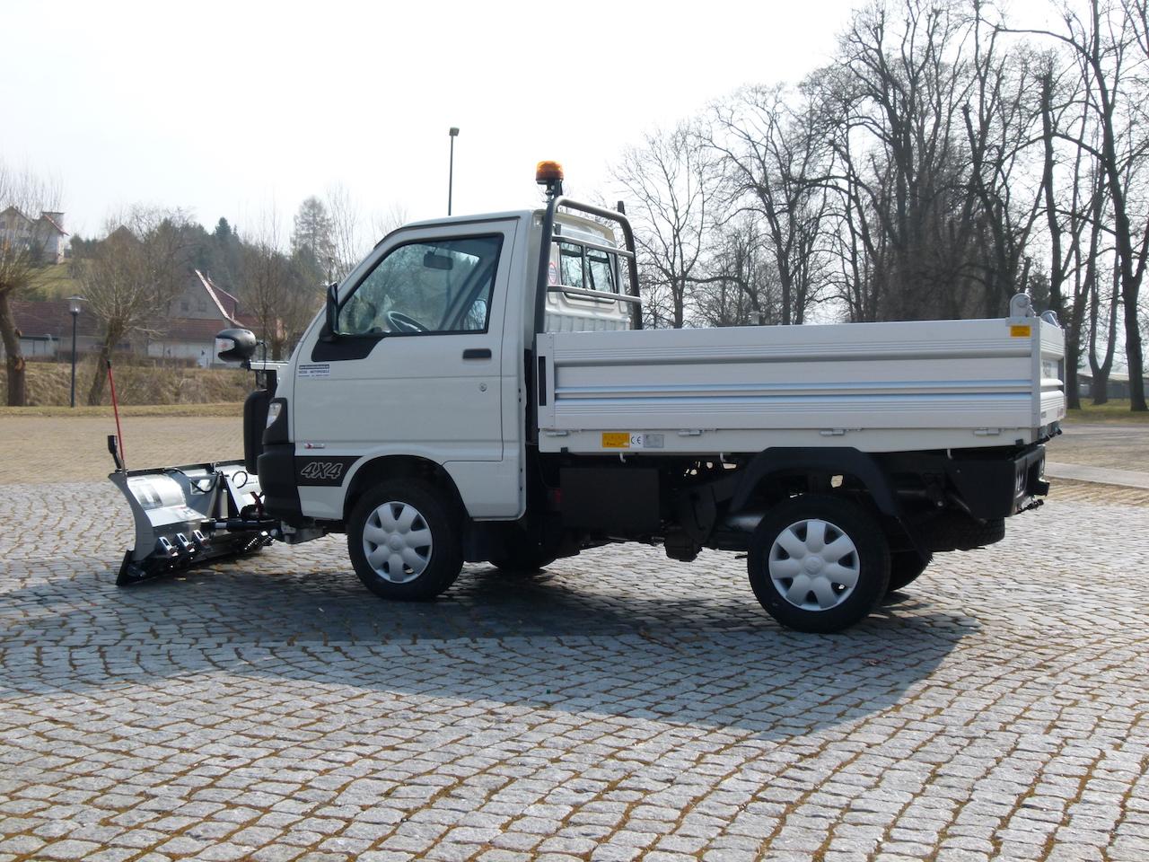 Winterdienstfahrzeuge_Piaggio_Porter_4x4_SnowStriker_Basic_Modell_2018_Hesse_Winterdiensttechnik9