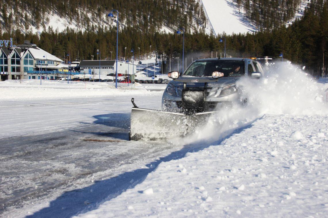 winterdienstfahrzeug in aktion